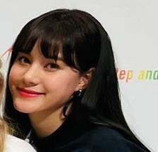 ニナの髪色が黒に戻った?の画像