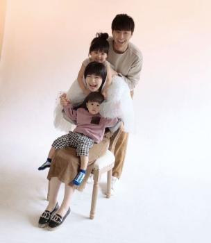 愛ちゃんと旦那・江宏傑と子供の画像