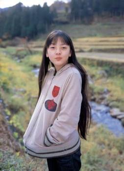 新田真剣佑の彼女・岡本奈月の子役時代の画像