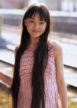 新田真剣佑の彼女・岡本奈月の画像