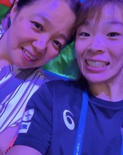 川井梨紗子と母・初江の画像