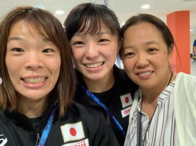 川井梨紗子と母・初江、妹・友香子の画像