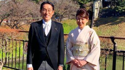 岸田文雄と夫人の画像